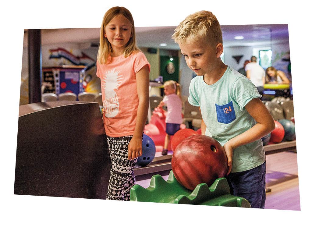 Kinderen bowlen bij FEC Sevenum