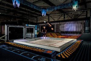 Salto op de trampoline in The Portal Action House